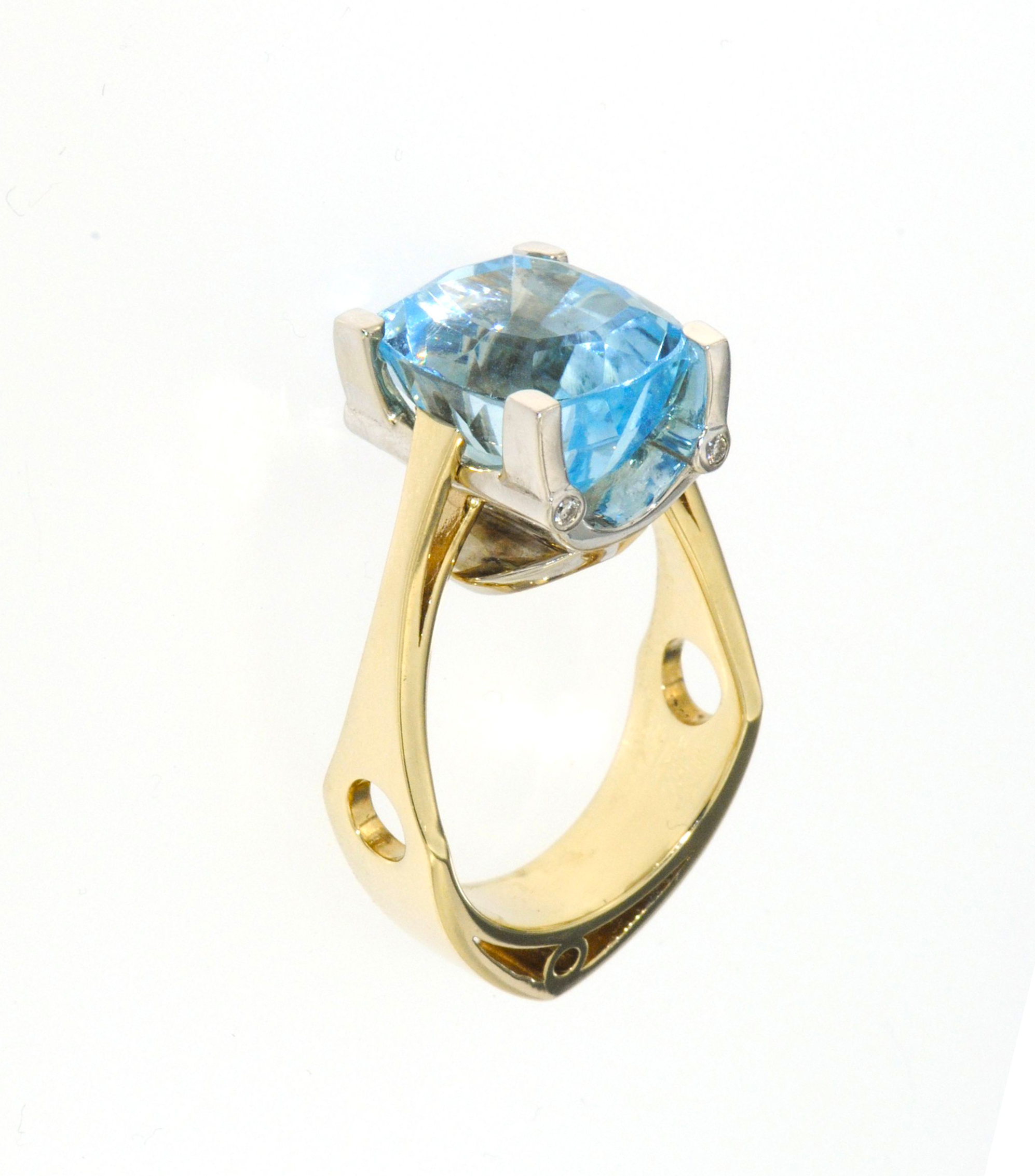 14k-ladies yellow gold oval blue topaz ring